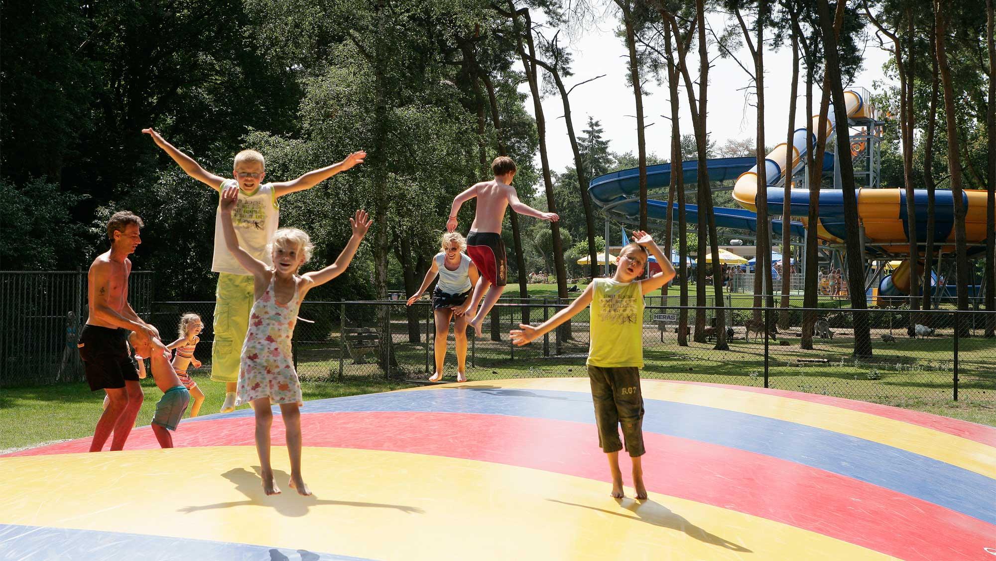 Waterspeelpark Splesj Molecaten Park Bosbad Hoeven 33 speeltuin airtrampoline