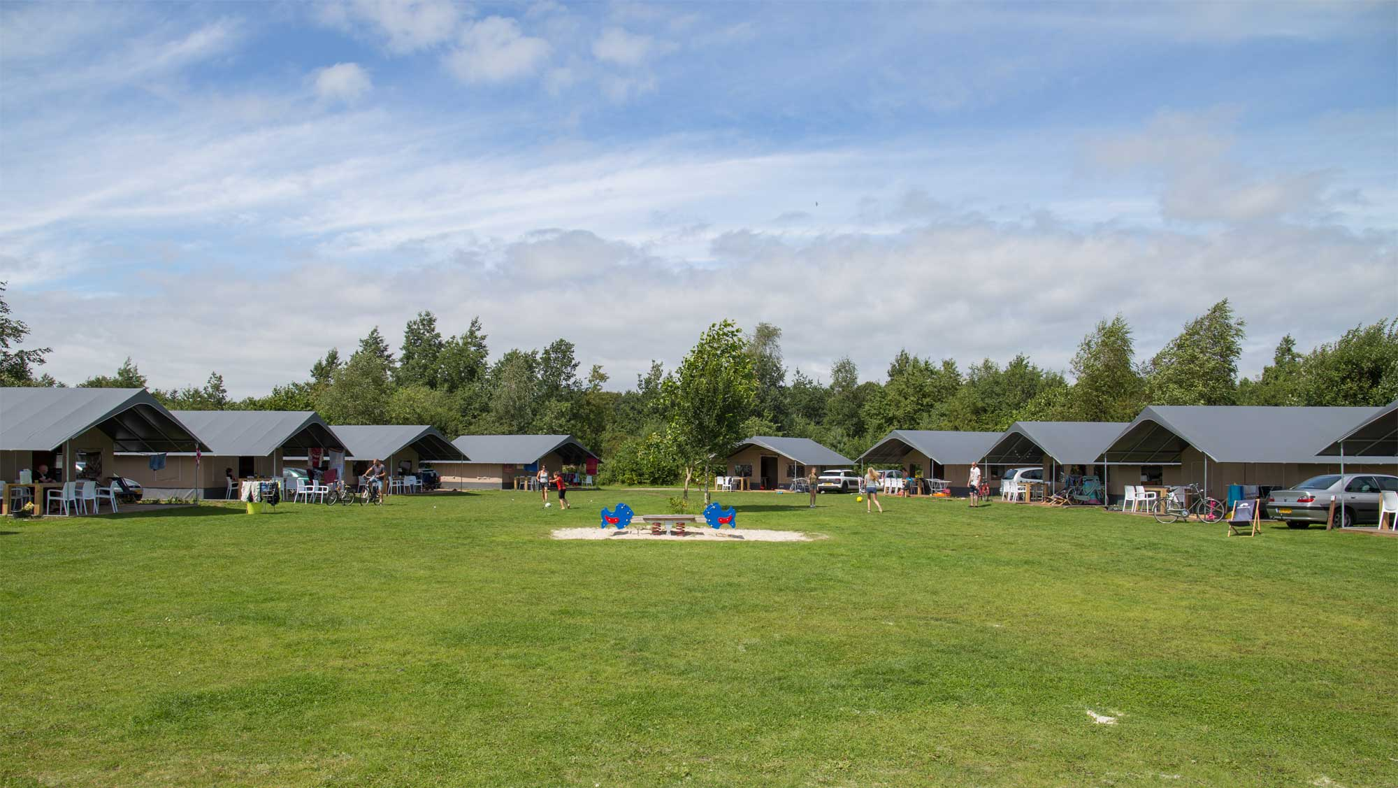 6pers ingerichte Hunebed tent Molecaten Park Kuierpad 01
