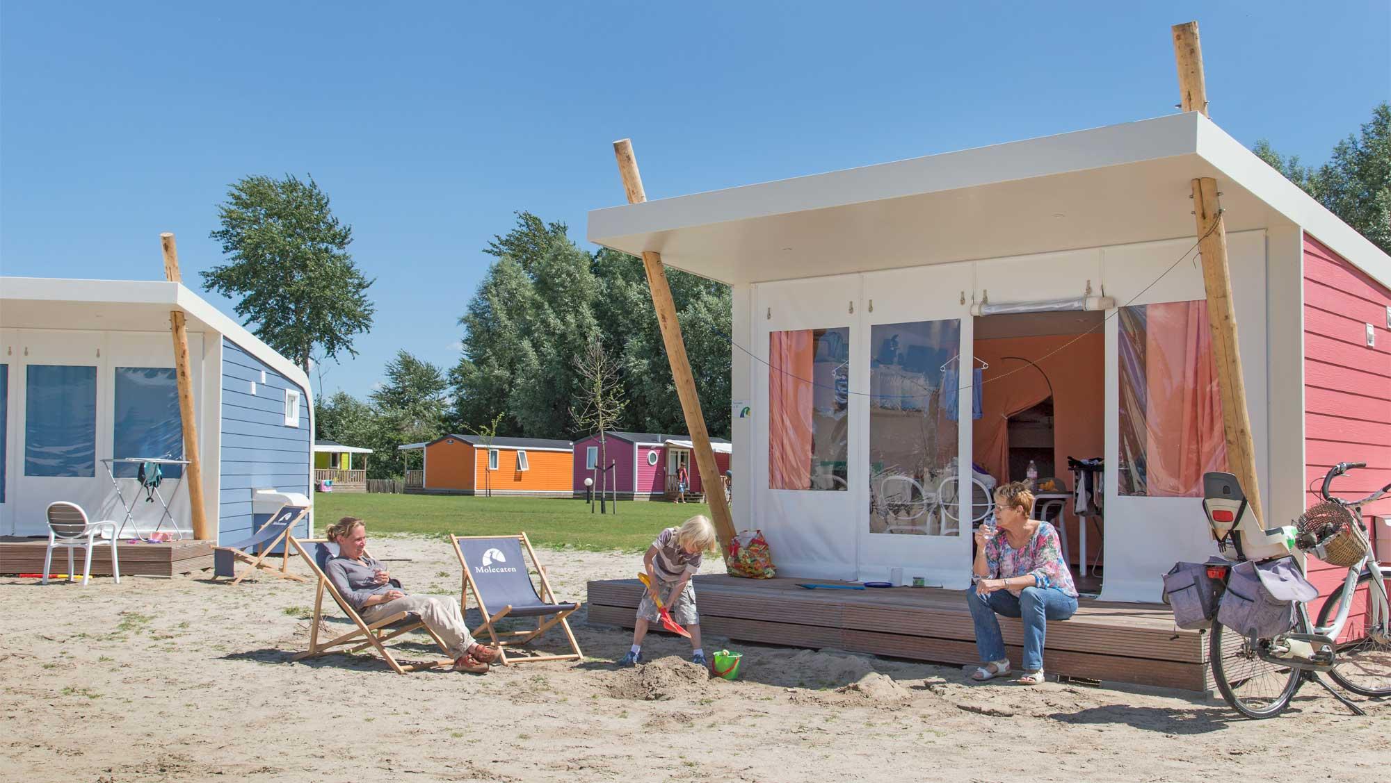 5pers kampeer cabin Vlinder Molecaten Park Flevostrand 01