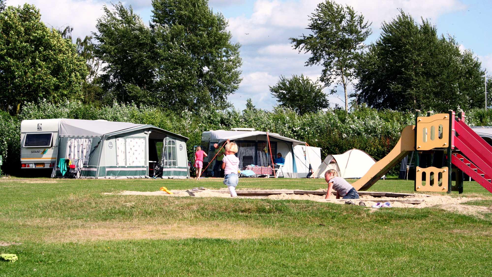 Comfortplaats kamperen huisdierveld Molecaten Park Flevostrand 07